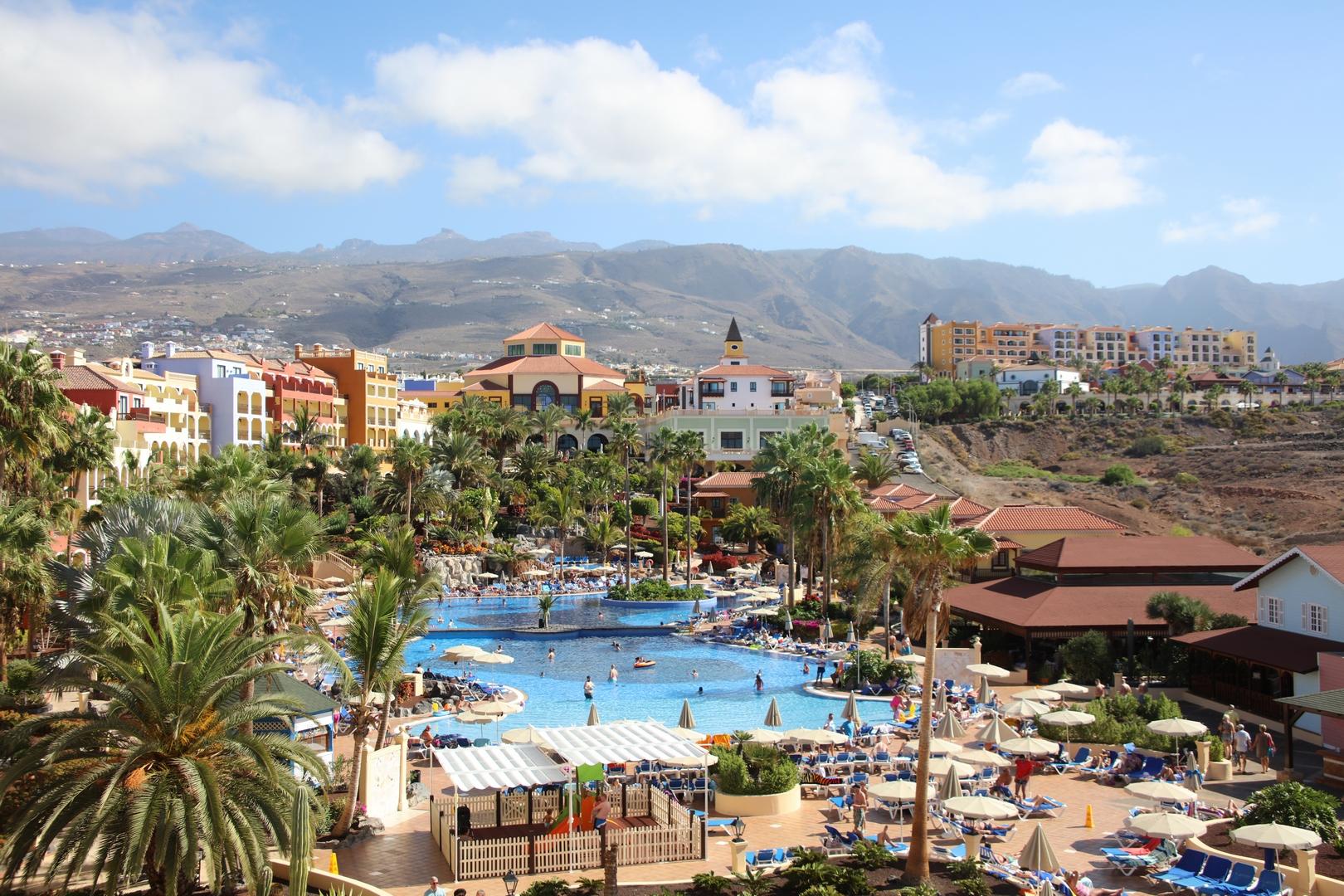 Hotel-Sunlight-Bahia-Principe-Costa-Adeje-basen-Teneryfa